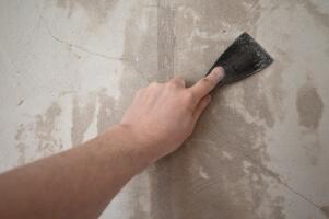 Eine Wand vorbereiten und spachteln
